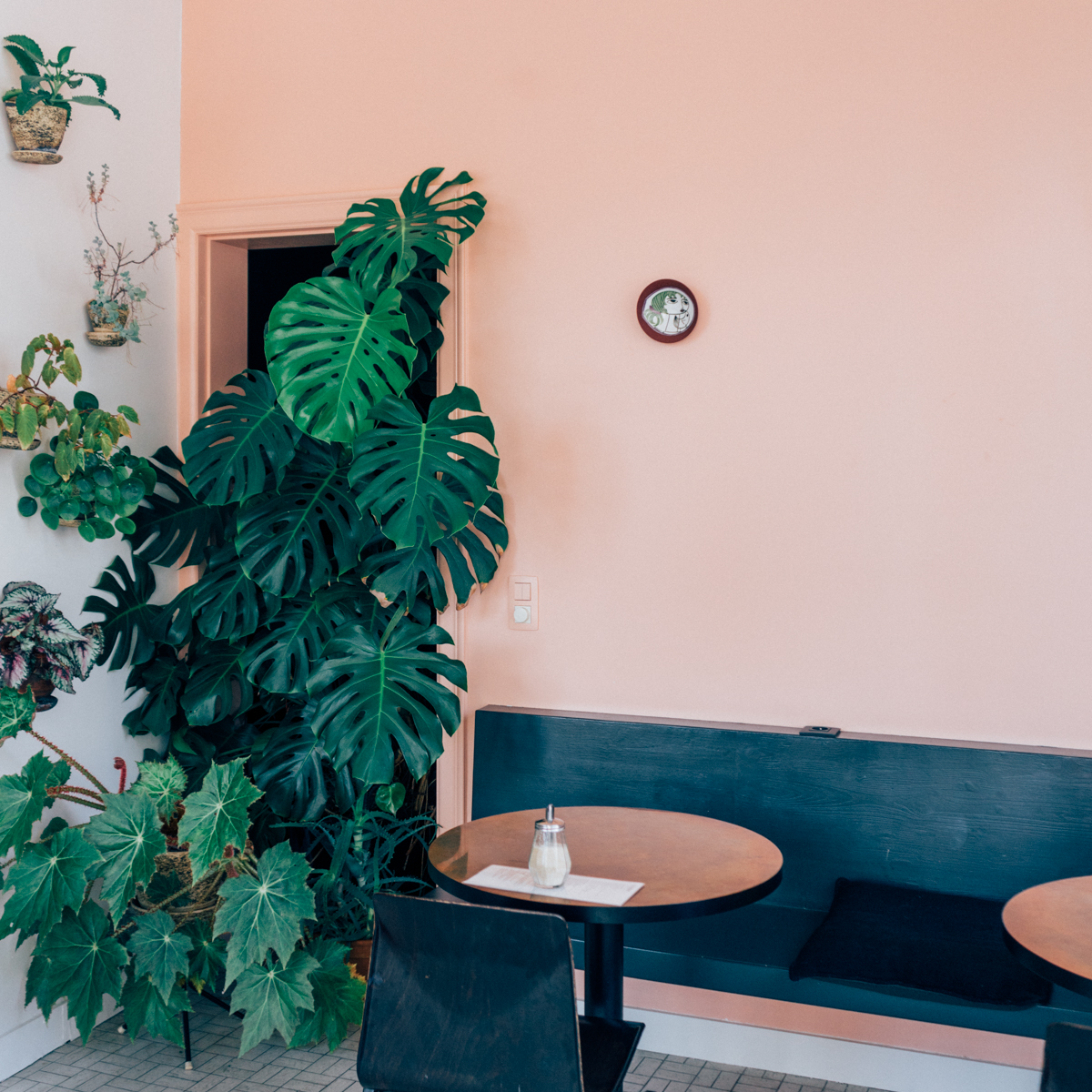 COLLECTION_ pink cafés around the world - via aupaysdesmerveillesblog - copper antwerp