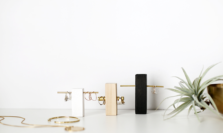 COLLECTION_ interior DIY via aupaysdesmerveillesblog.be - brass and wood ring holder by the merry thought