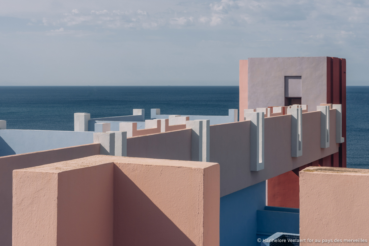 EXPLORED_ la muralla roja by Ricardo Bofill - Hannelore Veelaert for aupaysdesmerveillesblog.be